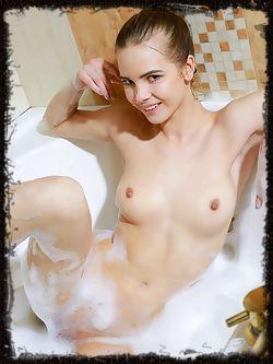 Carolina Sampaio flaunts her gorgeous body in the bathtub.